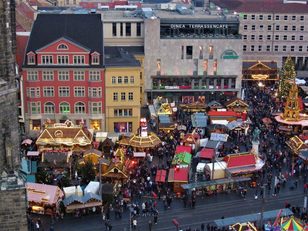 Weihnachtsmarkt von oben betrachtet